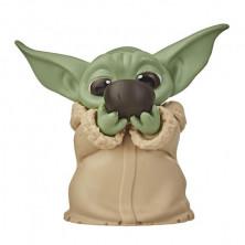 Figura Star Wars: The Mandalorian - Baby Yoda tomándose la sopa (The Child)